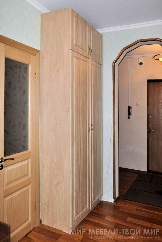 Шкаф с распашными дверьми из пленки пвх с фрезеровкой и антр.